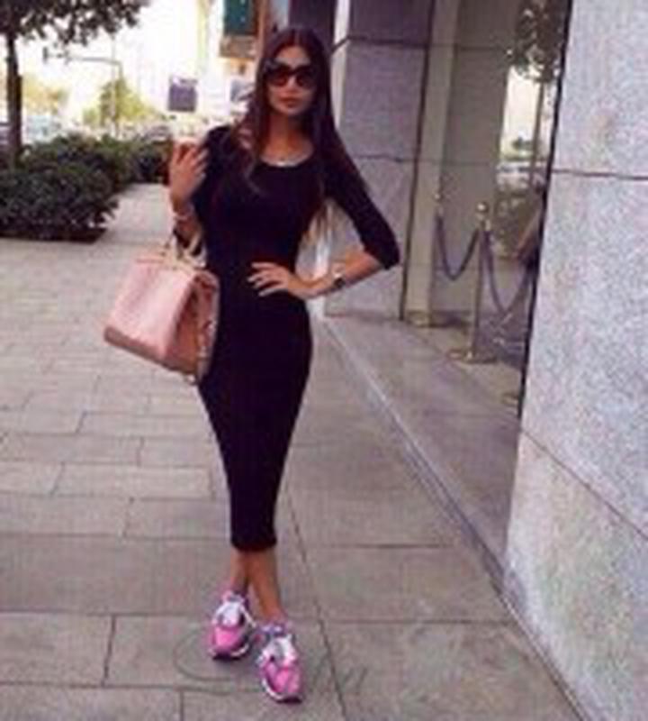 Обтягивающие платья ниже колена с чем носить