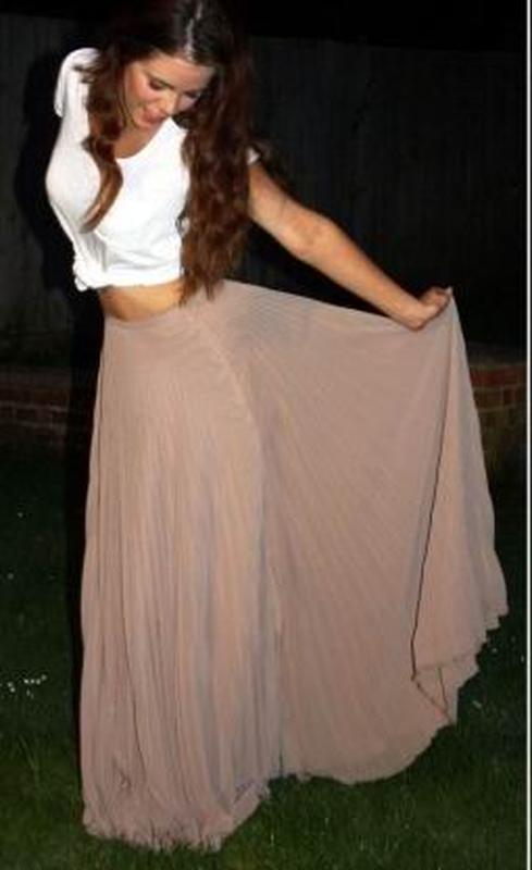 бежевая юбка плиссе в пол фото: