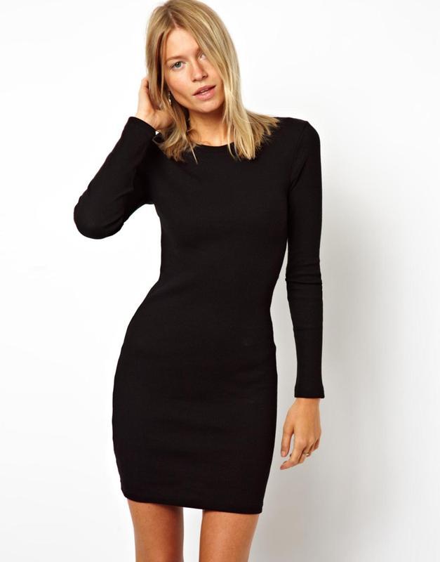 Платье черное облегающее