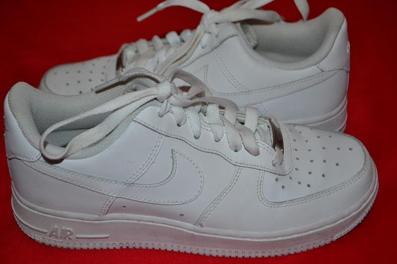 белые кроссовки фирменные фото