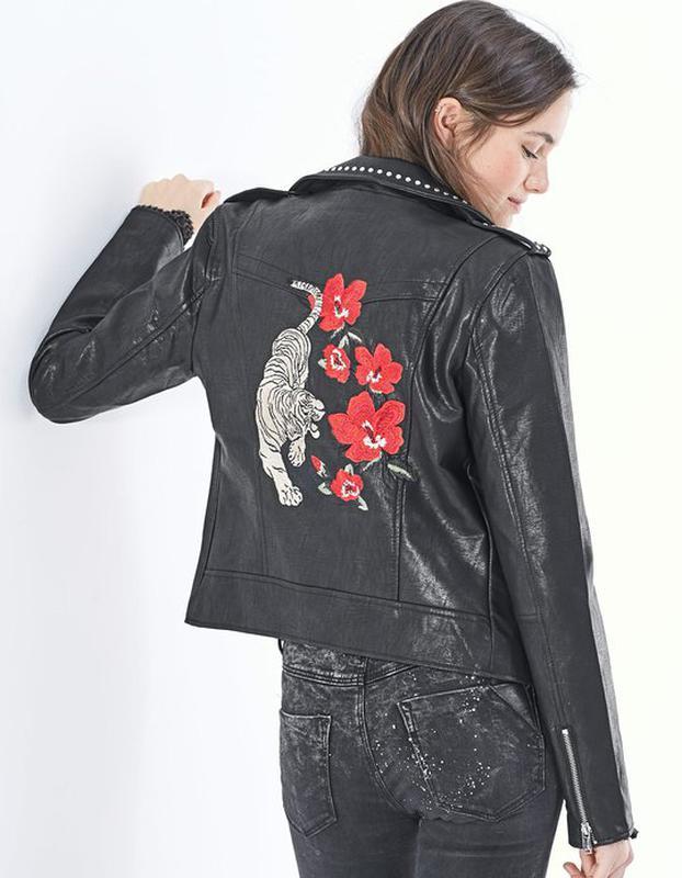 Вышивка на спине на куртке 828