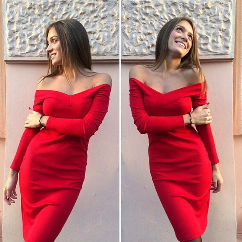 Прямое платье с открытыми плечами