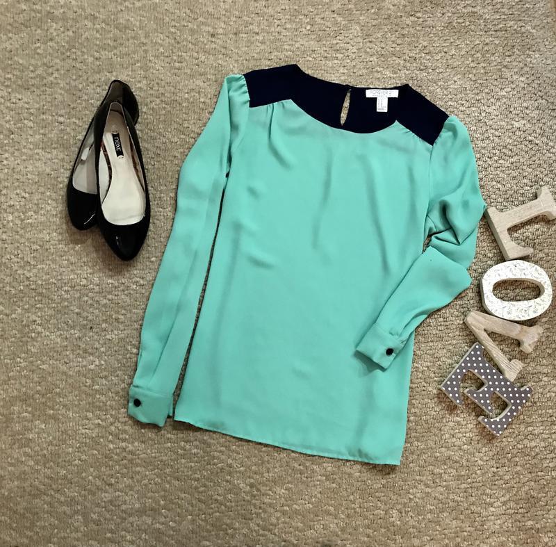 Бирюзовая блузка макияж