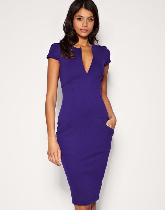 ea7b4d8329b Синее платье-футляр миди с глубоким декольте1 фото ...