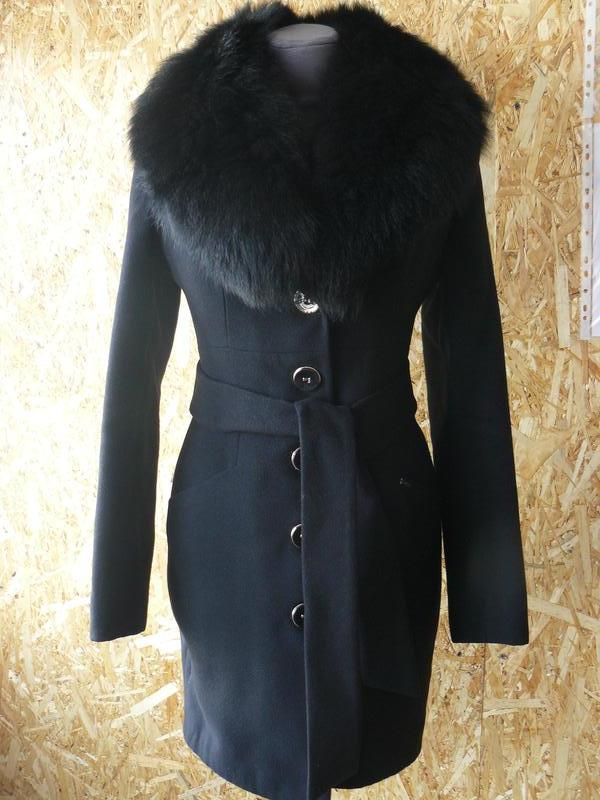 3c5c19006c9 Пальто женское зимнее с искусственным мехом черного цвета.1 фото ...