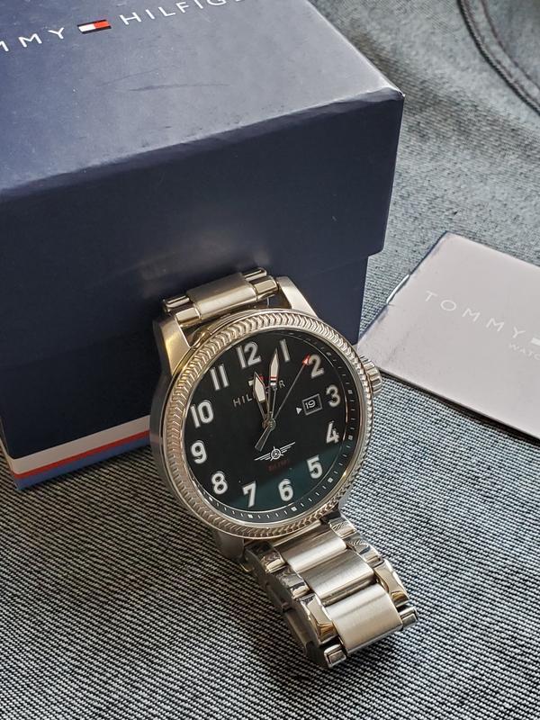Tommy продам hilfiger часы часы спортивные продам