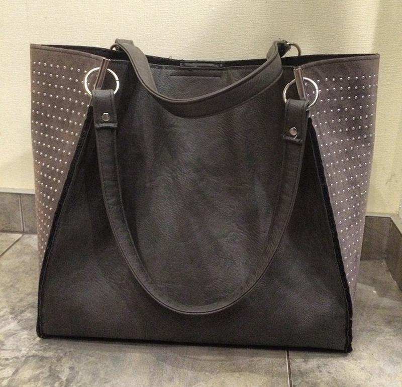 f1d87c47478e Крутейшая сумка шопер , темно серого цвета , по бокам деликатные стразы.1  ...