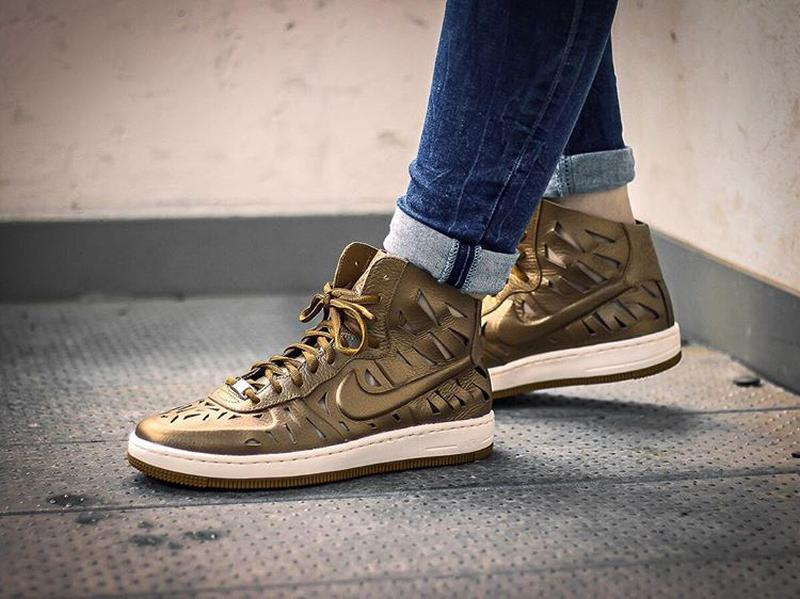 Крутейшие! золотые, кожаные кроссовки хайтопы nike af1 38, 39, 40,5 ... c1faaf04858