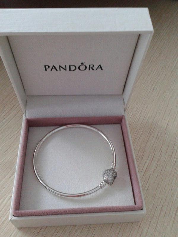 жесткий браслет Pandora с гравировкой в подарочной упаковке цена