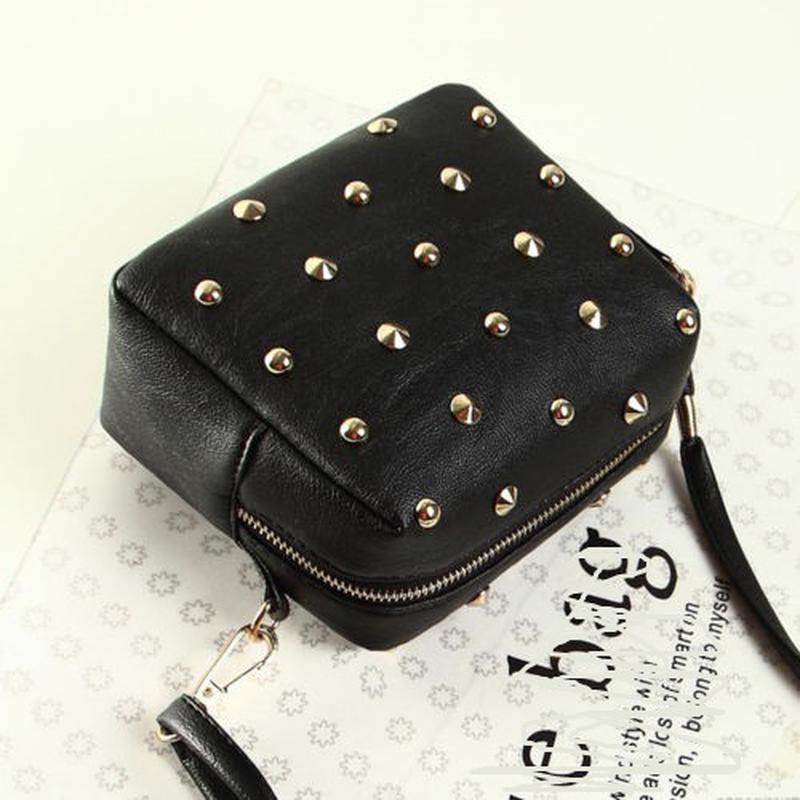 56c3bc23814d ... ремешке1 фото · Черная сумка кроссбоди\ черный клатч через плечо с  заклепками на длинном ремешке2 фото ...
