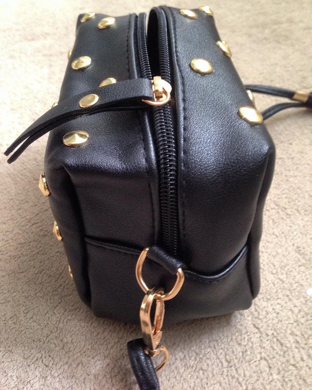 14be88c6a4f5 ... Черная сумка кроссбоди\ черный клатч через плечо с заклепками на длинном  ремешке4 фото ...