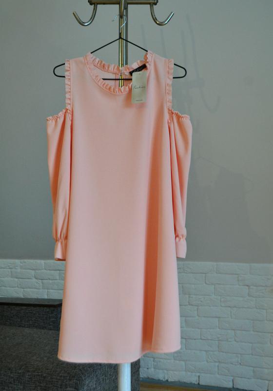 Ніжне плаття з відкритими плечима кольору пудри Италия 23ca584f635bf