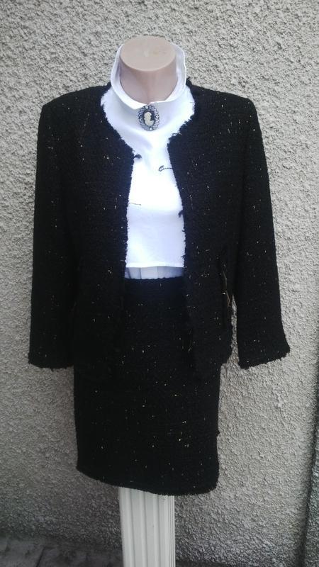 Костюм черного цвета с вкраплениями золотой нити(юбка+жакет)стиль шанель с  бахромой ... d4e47028423