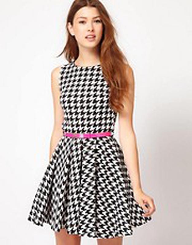 1cad0f3fb71 Трендовое платье в гусиную лапку солнце клеш от бренда