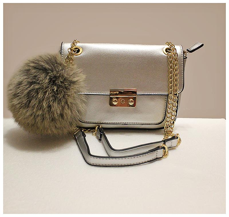 4a3fb015e824 Стильная сумка - клатч кроссбоди серебристого цвета с длинной цепью1 ...