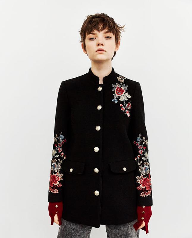 Пальто с вышивкой zara