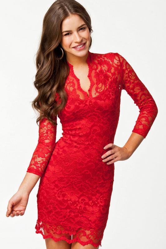 17f8c3e1adb Красное платье-футляр из кружева рукав длиной 3 4 и v-образным ...