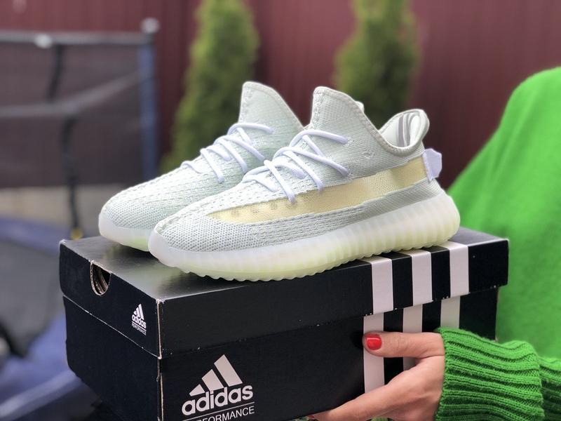 Женские кроссовки Adidas Yeezy Boost уже в продаже!