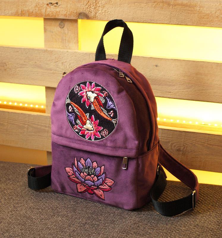 Рюкзак с цветами вышивкой