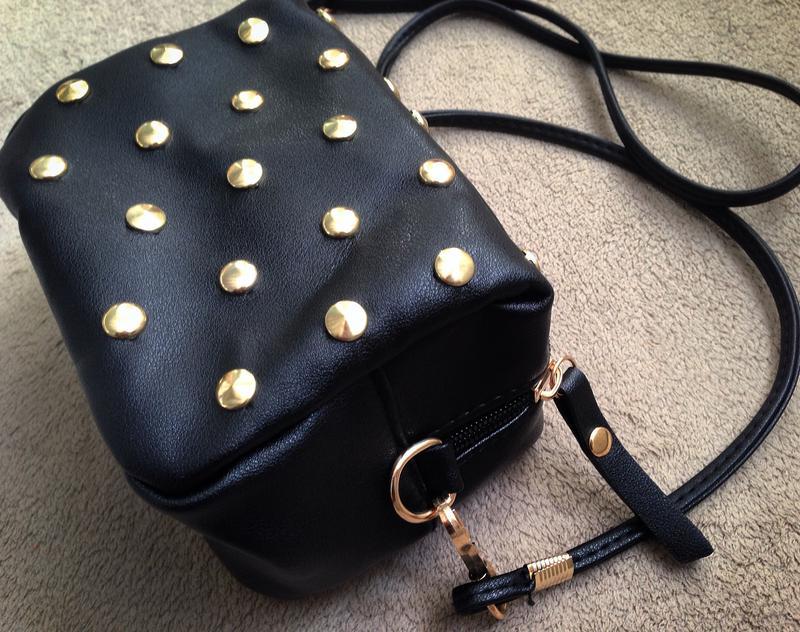 e070310f0cd3 ... Черная сумка кроссбоди\ черный клатч через плечо с шипами на длинном  ремешке5 фото