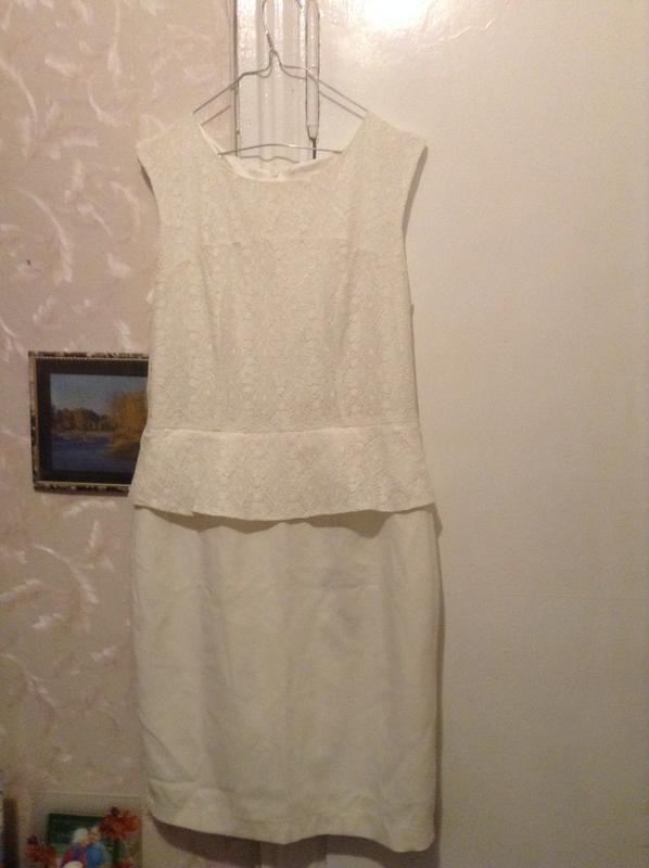 6c05dcc1f83 Красивое молочное платье с баской Reserved