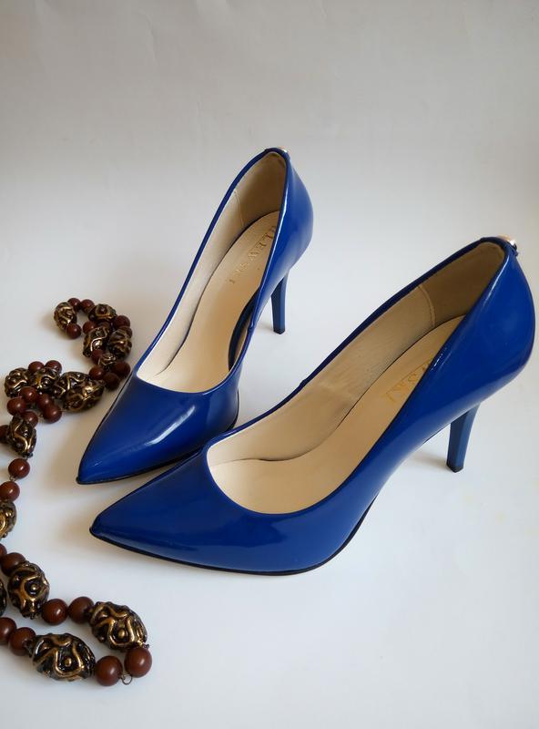 Сині (сапфірові) лаковані туфлі лодочки на шпильці від lewski. натуральна  шкіра. зручні1 ... b2735fb877b95