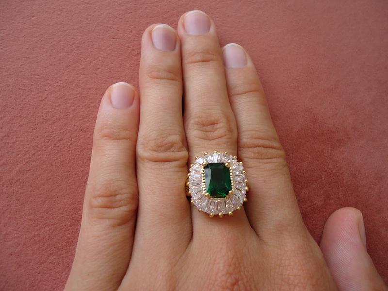перстни с нежно зеленым камнем фото его