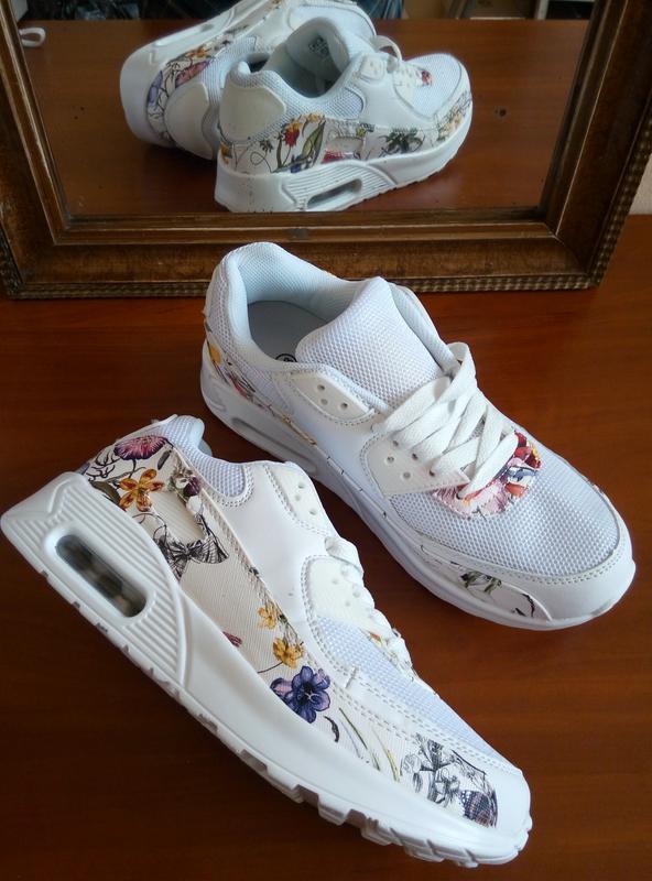 ead468ec7af84b Білі легкі кросівки з квітковим принтом. є текстильні вставки, сіточка1  фото ...