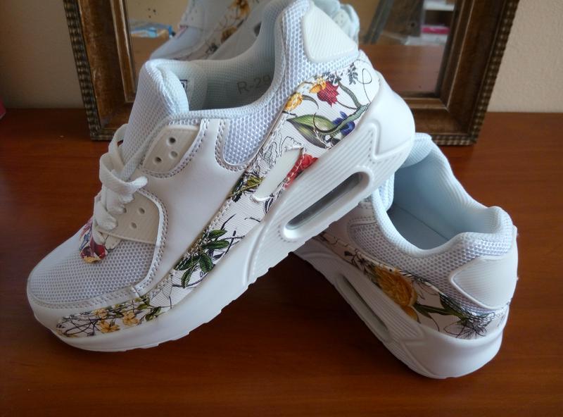 a55fd11c167787 ... Білі легкі кросівки з квітковим принтом. є текстильні вставки, сіточка4  фото