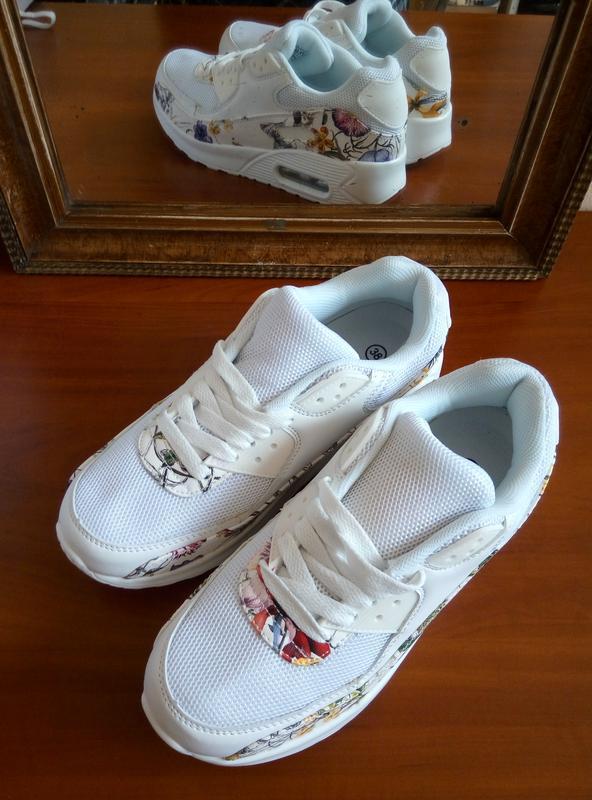 c27a39230e66b3 ... Білі легкі кросівки з квітковим принтом. є текстильні вставки, сіточка3  фото ...