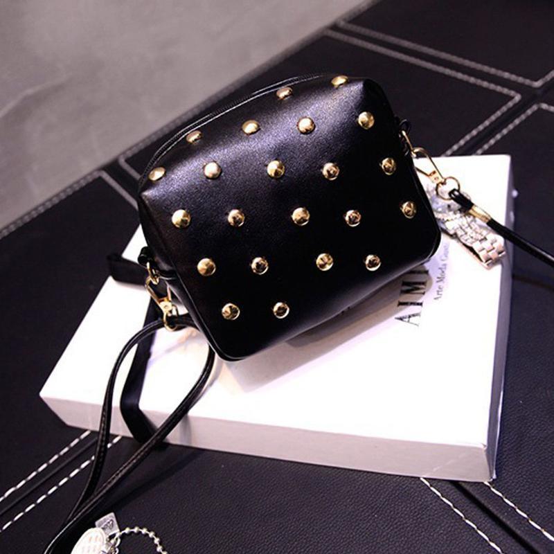 ae1768e9630e Черная сумка кроссбоди\ черный клатч через плечо с заклепками (шипами) на длинном  ремешке1 ...