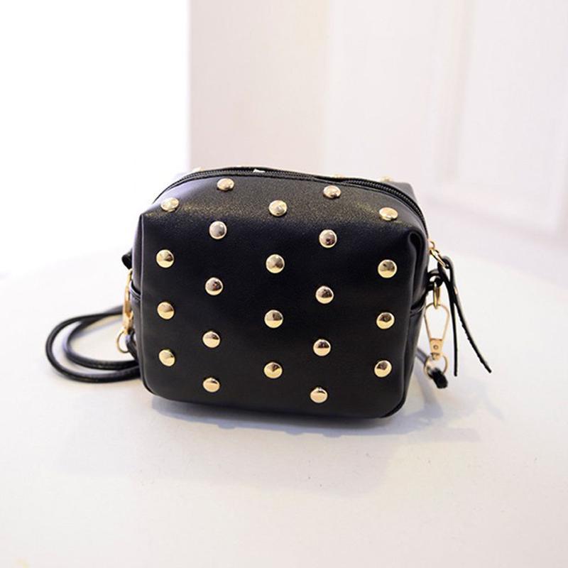 4f55a44b9c6f ... Черная сумка кроссбоди\ черный клатч через плечо с заклепками (шипами)  на длинном ремешке5