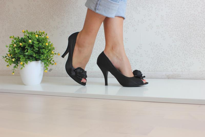 Туфли на каблуке с открытыми пальчиками 3ed5bb3be07e0