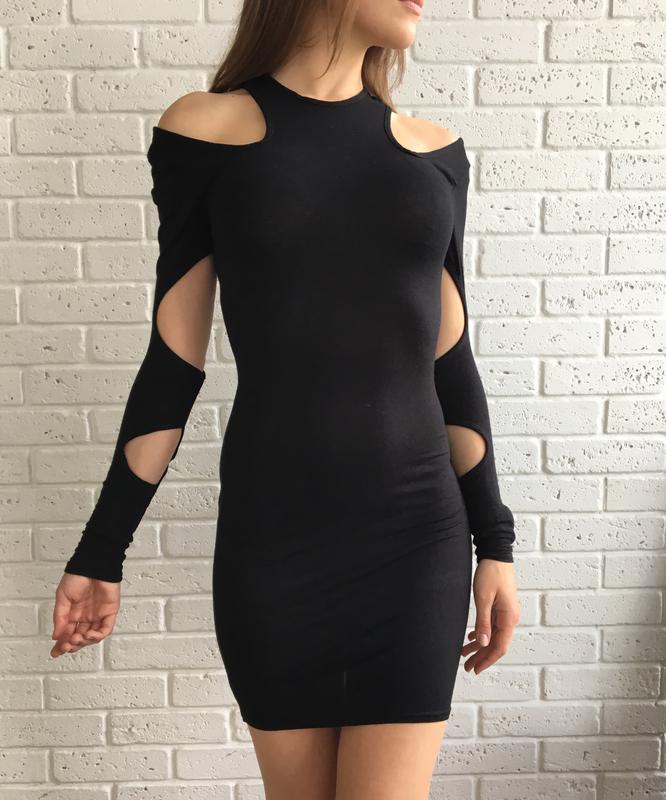 321ba5d2b0d Необычное облегающее трикотажное платье с открытыми плечами и прорезями на  рукавах1 ...