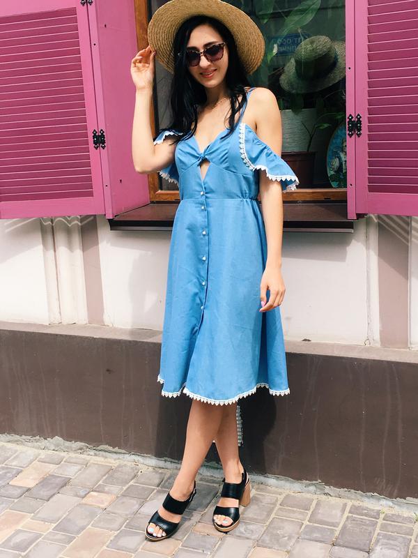 Легкое платье с рюшами