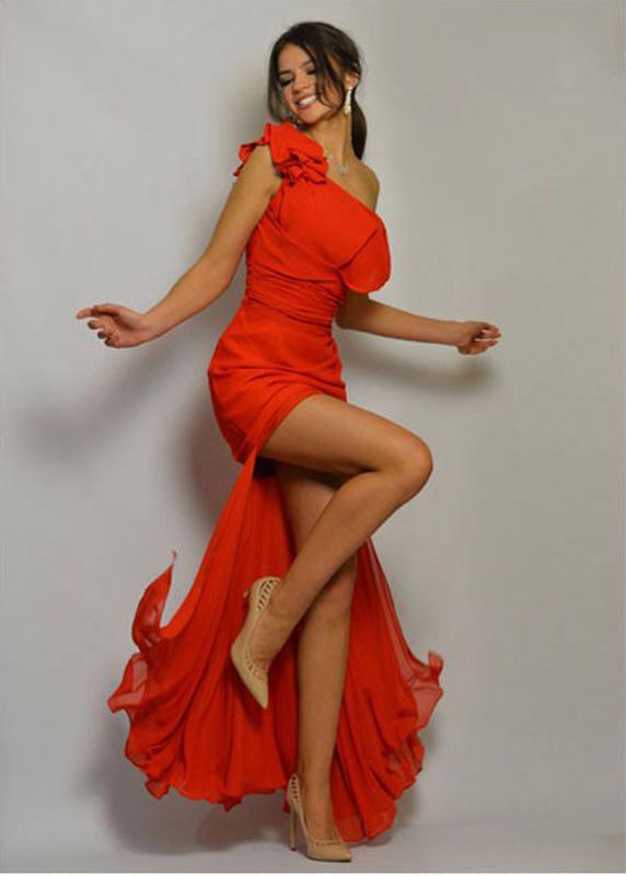 2a9b9520eb7 Сногсшибательное красное вечернее платье на одно плечо со шлейфом1 фото ...
