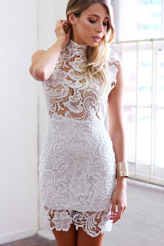 Во сне белое кружевное платье