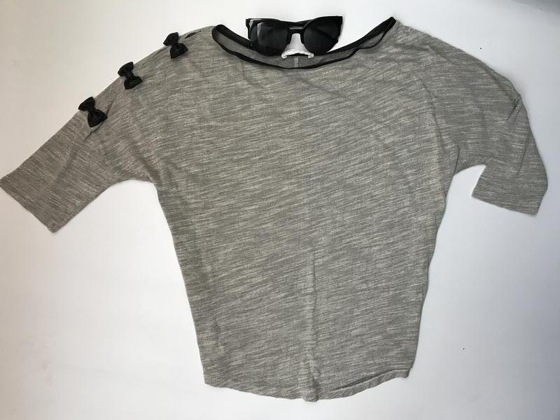Серый реглан с бантиками на одном плече Promod d34b33d2de7f3