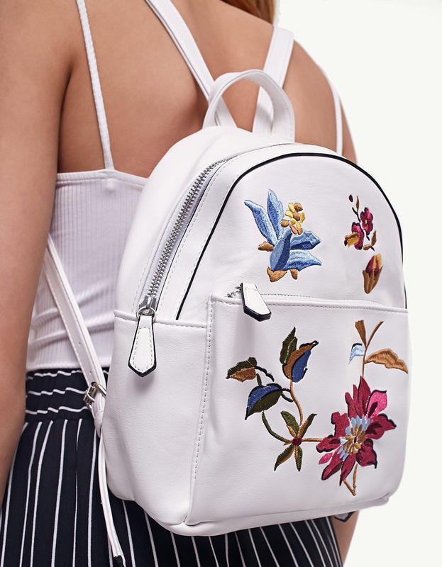 87d28b756a8d Новый рюкзак с вышивкой stradivarius Stradivarius, цена - 749 грн ...
