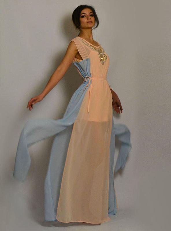ae03dd94bf4 Чудесное шифоновое платье с разрезами и вышивкой камнями1 ...