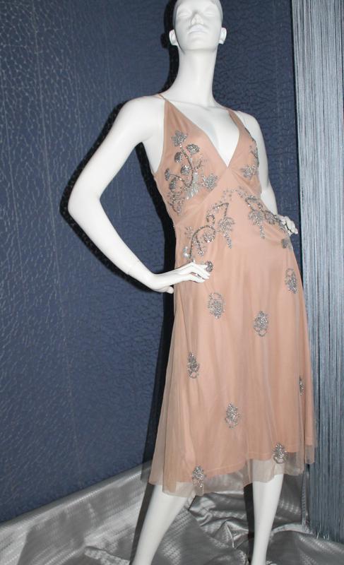 Нежное бежевое платье с вышивкой бисером и пайетками Boohoo fa2c2893ad5e7
