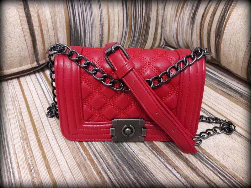 52cf6b387fc2 ... красная1 фото · Сумка клатч сумочка в стиле chanel boy mini стеганая  красная2 фото ...
