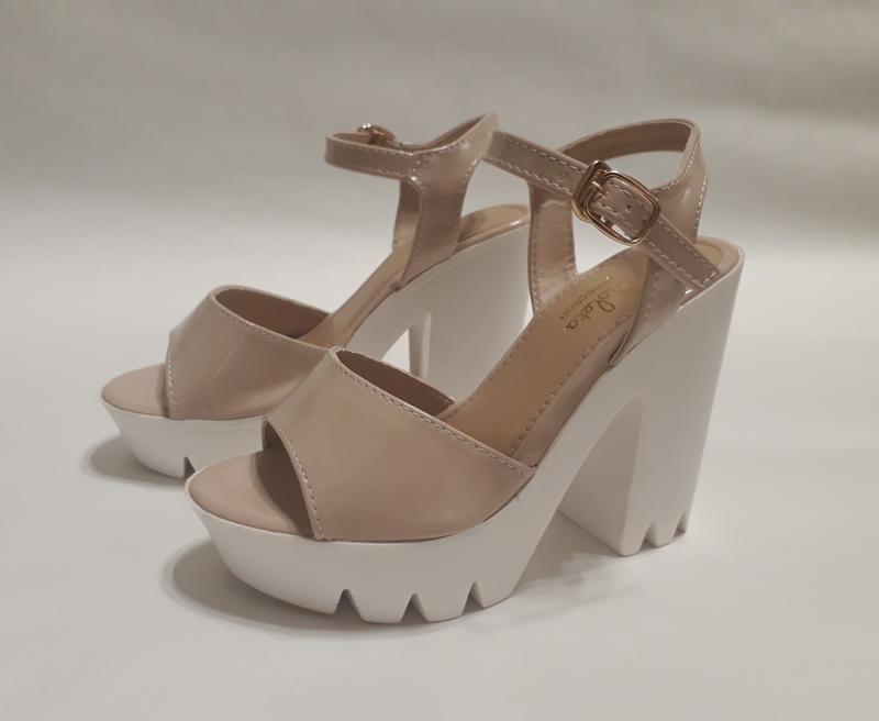 7d7cbd47 Женские бежевые лаковые босоножки на высоком каблуке 12см.1 фото ...