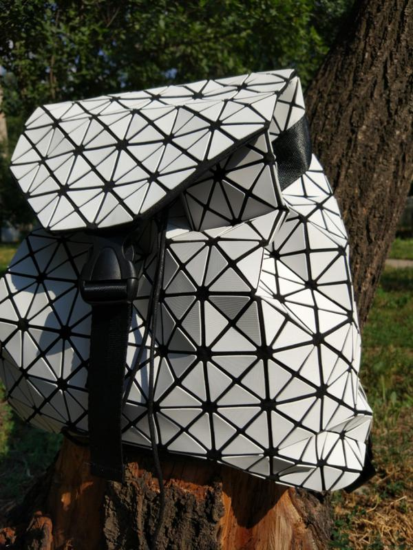 278dbcb488fc Хит2017 геометрический рюкзак bao bao, баобао.голографический, матовый1 ...