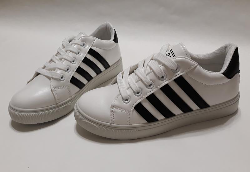 fbfc13a6bbb4 Распродажа! белые женские кроссовки (кеды) из кожзама с черными полосами за  190 грн.
