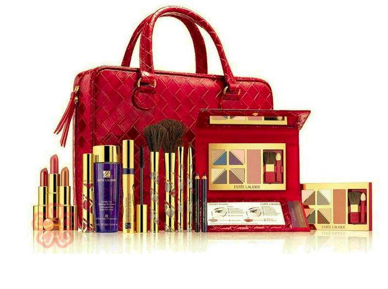 Набор декоративной косметики в дорожном кейсе большой estee lauder купить объемная тушь для ресниц люкс