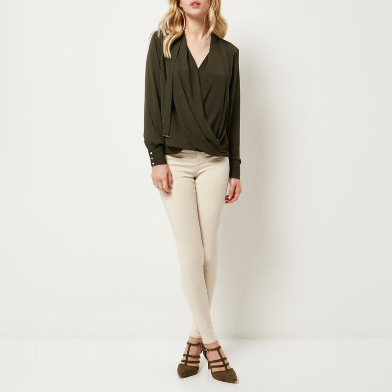 81211e6ac75 Оливковая блуза river island на запах с длинным рукавом   блузка с  завязками1 фото ...