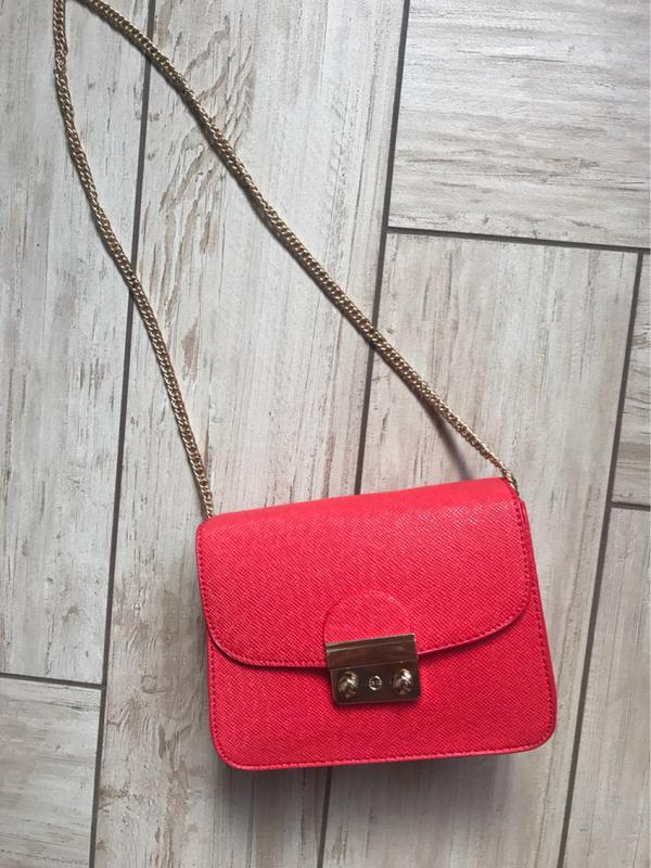 3fad7df97416 Продам красную маленькую сумку сумочку на цепочке, цена - 420 грн ...