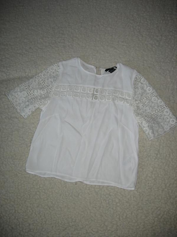 29608e50371 Белая укороченная блуза h m c кружевными рукавами1 ...