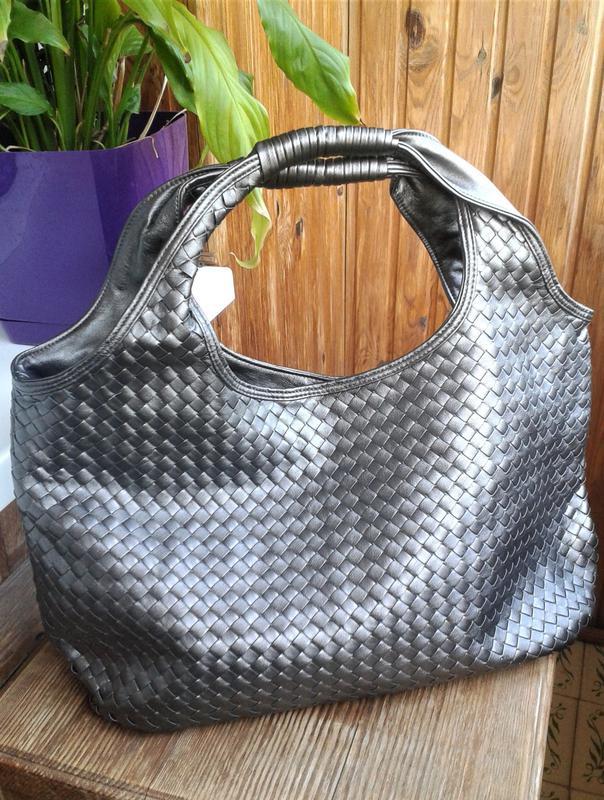 c5975a1ac667 Оригинальная вместительная серебристая сумка с косметичкой princesse marina  de bourbon1 фото ...